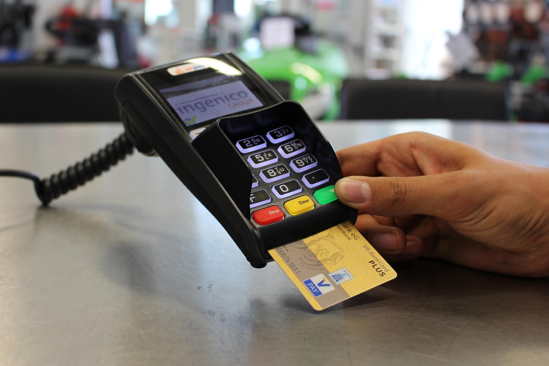 5 Business Advantages of Card Machine Rental